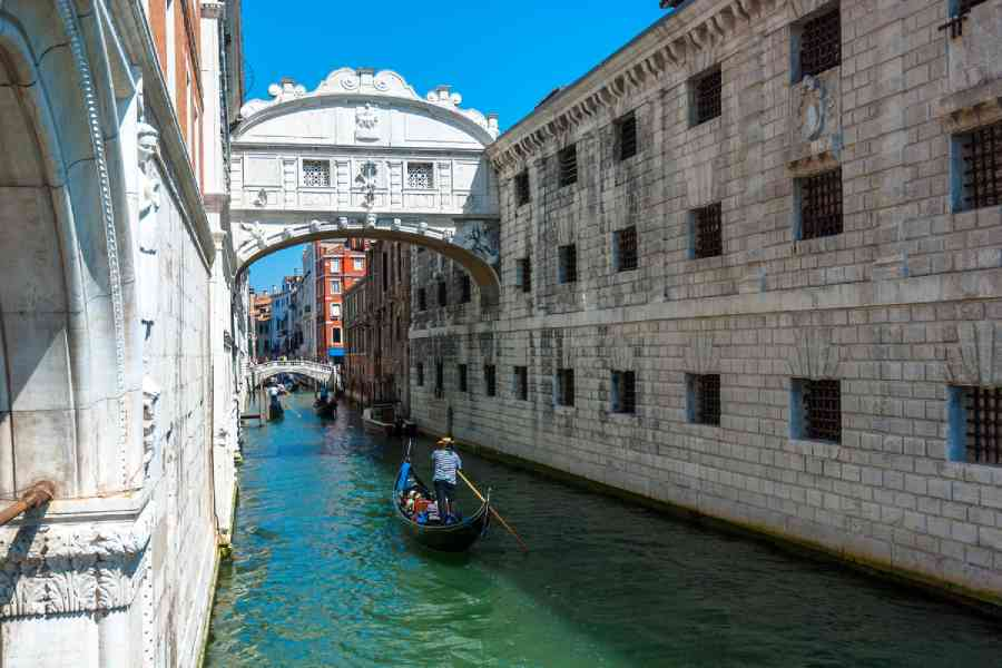 Gondola Ride & Discover Venice - Venice Dream House Apartments